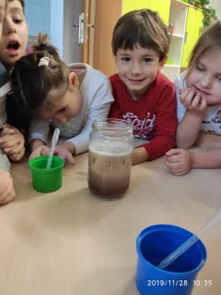 Co jest cięższe: woda czy olej?